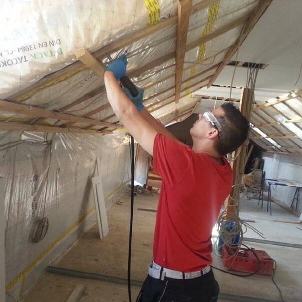 Reinigung und Einsatz von Holzschutzmittel bei Raginat GmbH